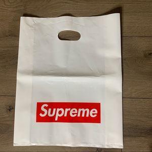 Supreme logo bag
